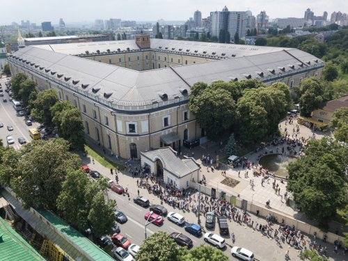 Черга відвідувачів ІХ Книжкового Арсеналу